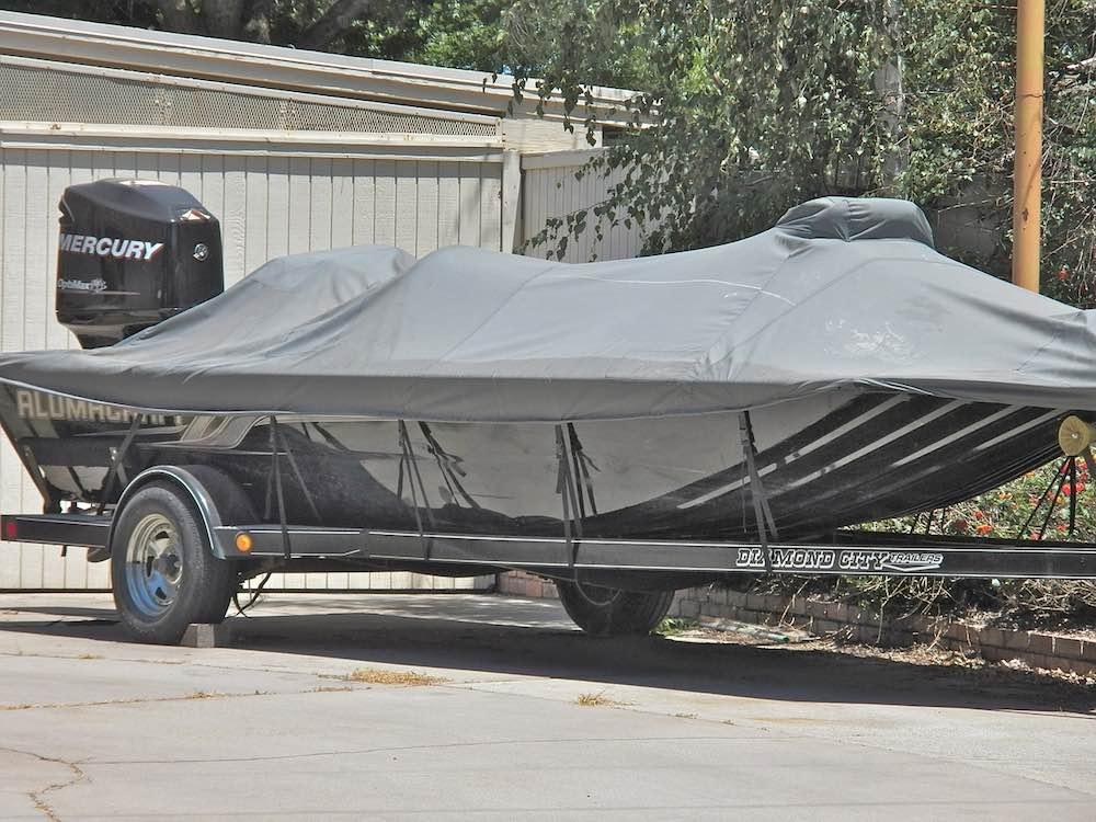 boat-trailer-rusty-lug-nuts
