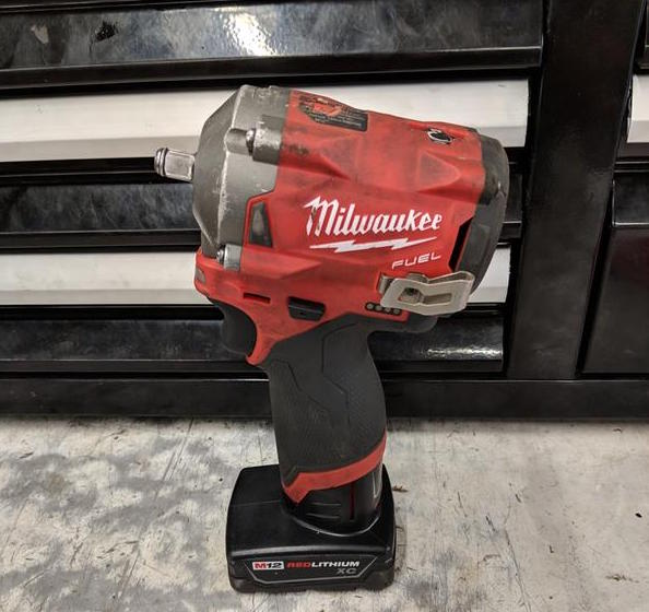 Bare Tool Milwaukee M12 2555-20 12-Volt FUEL 1//2-Inch Stubby Impact Wrench